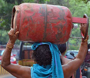 Carrying an LPG cylinder